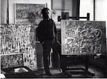 Pierre Alechinsky dans son atelier Paris 1954