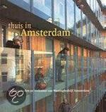 Thuis in Amsterdam - P. van Kesteren, F. Smit (ISBN 9789058751713)