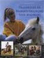 Paardrijden en paardenverzorging voor beginners - Nicole Smith, Willemien Vrielink, Textcase (ISBN 9789062489251)