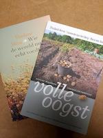 Dubbelpakket Wie de wereld nu echt voedt / Volle oogst - Shiva Vandana, Elisabeth Hense, Maria van Boxtel, Leonardo van den Berg (ISBN 9789062240265)