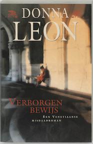 Verborgen bewijs - D. Leon (ISBN 9789022537961)