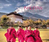 Bhutan - Through the Lens of the King - Pavan K. Varma, Singh (ISBN 9788174368591)